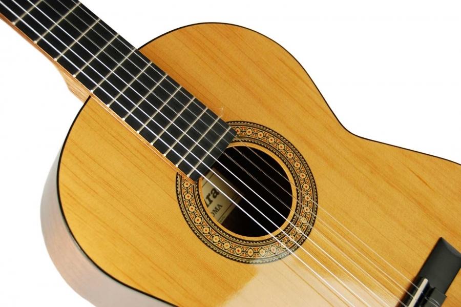 Guitarra admira paloma cat logo de instrumentos for Guitarra admira